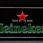 Painel Heineken fundo preto retangular